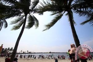 Masyarakat memanfaatkan libur Lebaran untuk rekreasi
