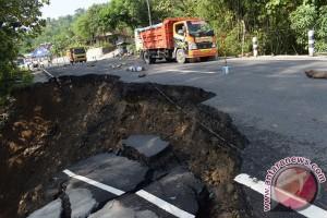 Dishub Bojonegoro: waspadai longsor di jalan Bojonegoro-Nganjuk