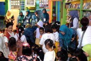 """Tiba di PAUD, Iriana Widodo disambut lagu """"Selamat Datang Bunda"""""""