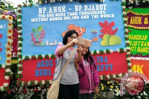 Wisata karangan bunga di Balai Kota Jakarta