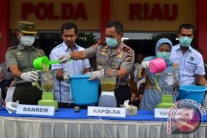 Bunga papan tolak radikalisme hiasi polda Riau