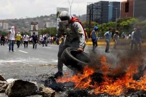 Kaum wanita Venezuela berunjuk rasa hadapi pasukan keamanan