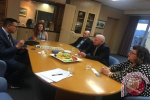 Indonesian consul, Wollongong mayor discuss inter-city cooperation