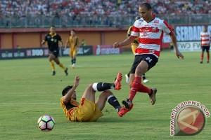 Mitra Kukar tahan imbang Madura United 2-2