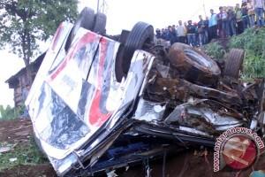 Kecelakaan Ciloto - Jalur puncak Bogor masih bisa dilalui