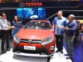 Executive General Manager PT Toyota-Astra Motor (TAM) F. Soerjopranoto (kedua dari kanan), Deputy GM Marketing TAM Evelyne (kedua dari kiri), PR Manager TAM Rouli Sijabat (paling kanan) dan Head of Branding and Digital Marketing TAM Arie Hermawan (paling kiri) berfoto bersama Yaris Heykers yang mewakili generasi millennial pada kick-off program Toyota Berani Coba di Jakarta, Rabu (3/5/2017). Melalui program ini, TAM mengajak generasi milenial menghadapi tantangan untuk keluar dari zona kenyamanan dan meraih pekerjaan yang menjadi passion melalui serangkaian aktivitas untuk menjadi pemenang dengan hadiah total senilai Rp 250 juta bagi 3 orang pemenang. (ANTARA FOTO/HO)