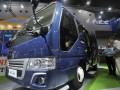 Product Sales Incharge PT Tata Motors Distribusi Indonesia, Dwi Juniarto (kanan) menjelaskan kepada pengunjung bus baru Tata LPT 407 yang dipamerkan pada Indonesia International Motor Show (IIMS) 2017 di JIExpo Kemayoran, Jakarta, Rabu (3/5/2017). Tata Motors memproduksi Tata LPT 407 untuk memenuhi permintaan bus yang meningkat seiring meningkatnya pembangunan infrastruktur dan animo perjalanan wisata. (ANTARA/Audy Alwi)