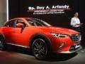 Presiden Direktur PT Eurokars Motor Indonesia Roy A Arfandy memberikan sambutan sebelum acara penyerahan perdana mobil All New Mazda CX-3 di IIMS, Jakarta, Minggu (7/5/2017). Mazda menyerahkan secara resmi unit All New Mazda CX-3 kepada 12 pembeli pertamanya. (ANTARA/Akbar Nugroho Gumay)