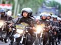 Sejumlah personel Sabhara Polda Kalbar mengikuti apel siaga pengamanan kegiatan 20 Mei, di Taman Alun-Alun Sungai Kapuas, Pontianak, Kalimantan Barat, Jumat (19/5/2017). Sebanyak 4.033 personel yang terdiri dari 1.400 polisi, 933 Brimob Polda Kalbar, 1.300 TNI dan 400 Brimob Kelapa Dua dikerahkan untuk mengamankan kegiatan Pekan Gawai Dayak (PGD) ke-32 dan aksi damai bela ulama oleh kelompok tertentu yang rencana diadakan secara bersamaan pada Sabtu (20/5/2017). (ANTARA /Jessica Helena Wuysang)
