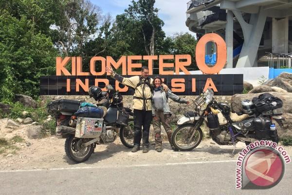 Keliling dunia naik motor, suami-istri asal Seattle singgah di Indonesia