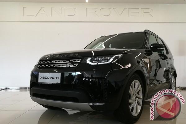 Permalink to Unjuk kekuatan, Land Rover Discovery tarik beban 110 ton