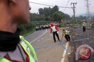 Pemudik sepeda motor tewas terlindas bus di Garut