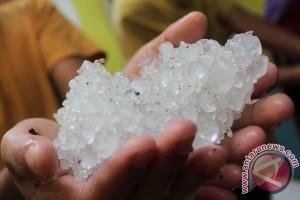 Hujan es kagetkan warga Kotim