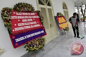 Johan Budi: Bunga untuk Presiden Jokowi ungkapan harapan