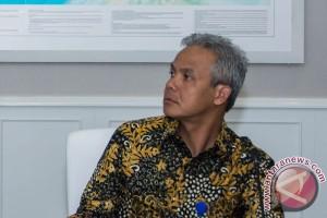 Gubernur Jateng ajak pelajar ikut lestarikan batik