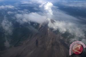Sinabung Semburkan Asap Sulfatara