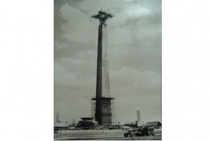 ANTARA Doeloe : Presiden Sukarno tindjau pembangunan Monas