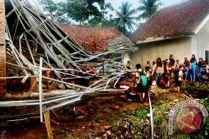 Banjir Bandang Terjang Sekolah