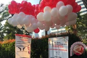 Vonis Ahok, balon merah-putih mengudara di Balai Kota