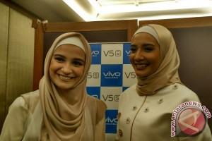 Zaskia dan Shireen Sungkar terbantu ponsel selfie