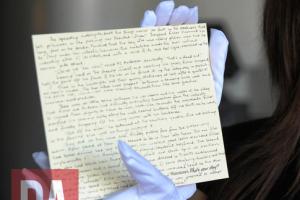 Kartu pos tulisan tangan prekuel Harry Potter dicuri orang