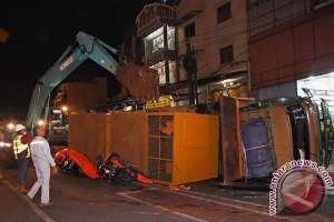 Truk Terguling Akibat Rem Blong