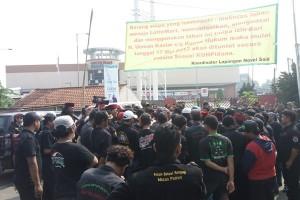 Ditutup paksa, ratusan pegawai Lottemart Rawapanjang terlantar