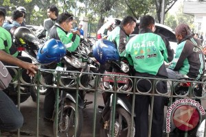 Polisi Depok tindak ojek online berhenti di jalan