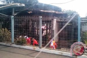 Terbakarnya Stasiun Klender dan drama pengguna KRL Bekasi Jumat pagi