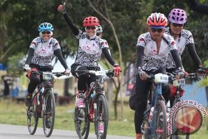 Gowes Pesona Nusantara etape tujuh tertantang angin