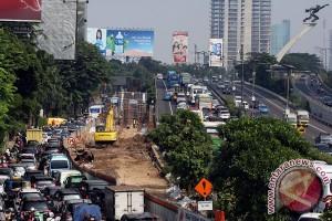 Imbas pembangunan LRT, macet di Pancoran tidak kenal waktu