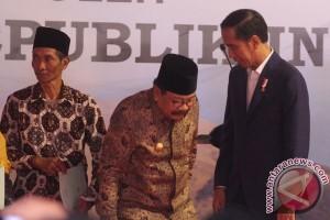 Presiden Jokowi bagikan ribuan sertifikat tanah di Jatim