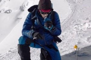 Tanpa alat bantu, pendaki ini catatkan rekor pendakian tercepat Everest
