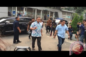 Bom Kampung Melayu - Anies Baswedan jenguk korban di rumah sakit
