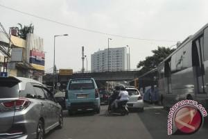 Bom Kampung Melayu - Lalu lintas Pasar Gembrong-Tebet dialihkan