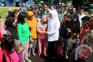 Mensos Kunjungi Pengungsi