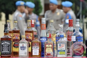 Pemprov DKI musnahkan 12.433 botol minuman beralkohol
