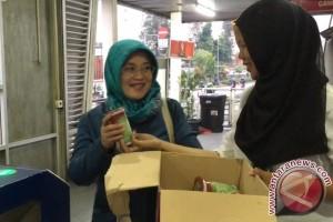 Penumpang senang dapat takjil gratis di Transjakarta (Video)