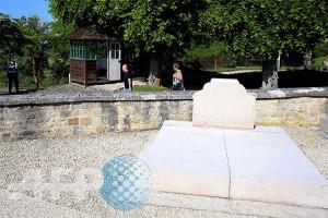 Makam Charles de Gaulle dirusak