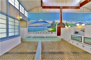 """Pemandian umum Tokyo tawarkan """"Sekolah Bugil"""""""