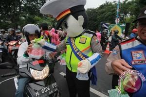 Polisi Temanggung patroli sambil bagikan takjil