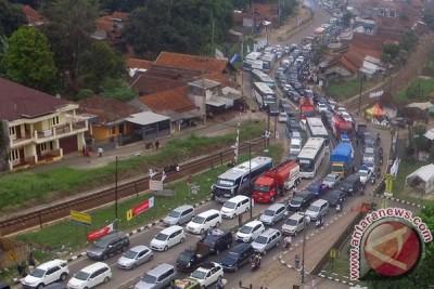 Antrean kendaraan mulai memanjang di Nagreg