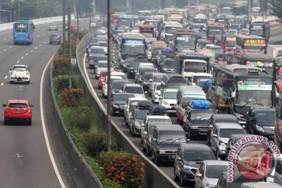 Hari pertama Lebaran ekor kemacetan tol Cikampek hingga Cawang
