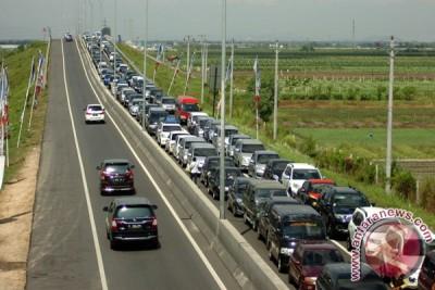 Jalur Purworejo-Kutoarjo terjadi antrean kendaraan