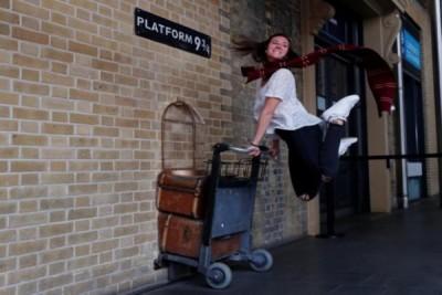 20 tahun Harry Potter, penggemar rayakan di platform 9-3/4