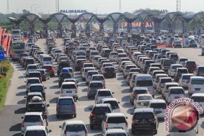 Operator perpanjang jalur lawan arah tol Jakarta-Cikampek