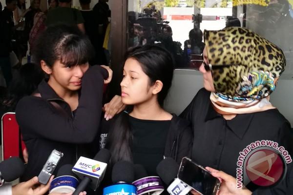 Sambil Terisak Putri Sulung Tuturkan Kronologi Meninggalnya Yana Zein