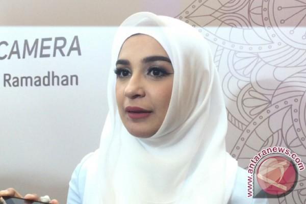 Shireen Sungkar Jahit Baju Seragam Anak Untuk Lebaran