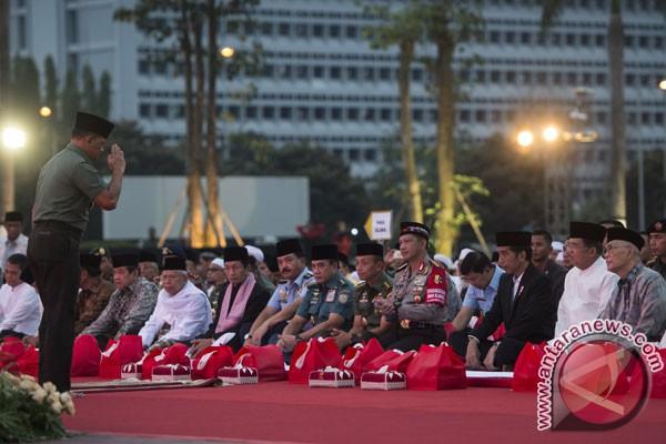 Presiden Jokowi dan Wapres Kalla buka puasa bersama prajurit TNI