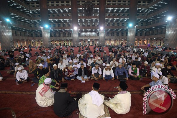 Ratusan jamaah takbiran di Istiqlal